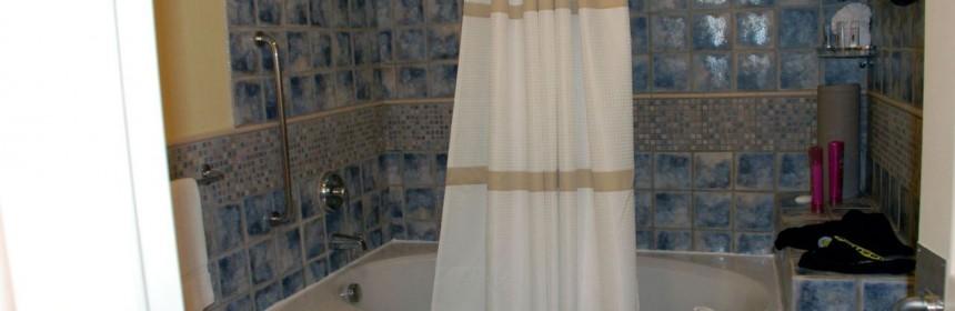 La baignoire joue aussi le rôle de douche